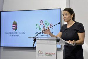 Novák Katalin: idén is lehetne diplomát szerezni nyelvvizsga nélkül